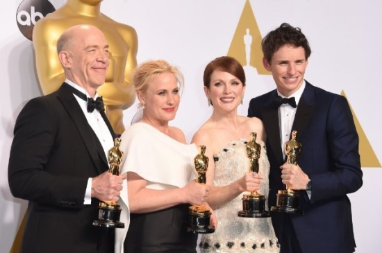 J.K. Simmons, Patricia Arquette, Julianne Moore e Eddie Redmayne: as atuações do ano, segundo o Oscar 2015 (foto: Jason Merritt/Getty Images)