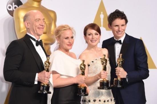 J.K. Simmons, Patricia Arquette, Julianne Moore e Eddie Redmayne: as atuações do ano, segundo o Oscar 2015 (foto: Jason Merritt/Getty Images)